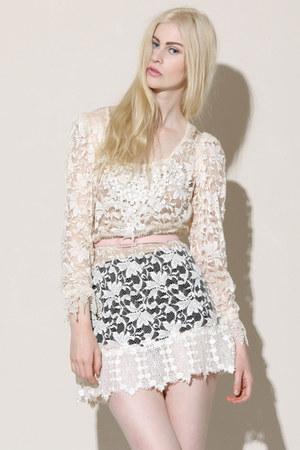 scalloped lace vintage dress