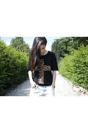 Urban Outfitters t-shirt - Zara shorts