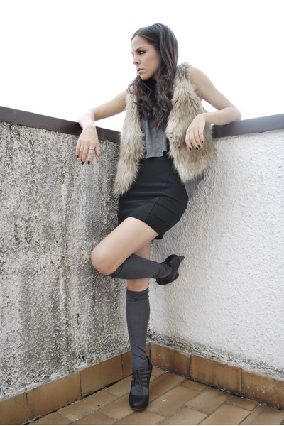 black H&M skirt - gray Brandy & Melville top - beige H&M jacket - gold H&M acces
