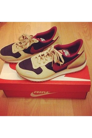 beige nike shoes