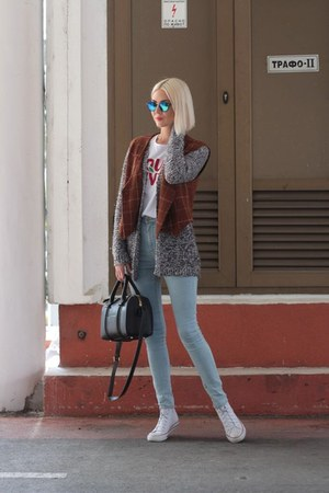 charcoal gray cardigan - light blue pull&bear jeans - black Zara bag