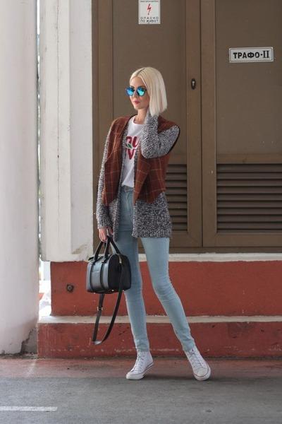 charcoal gray cardigan - light blue pull&bear jeans - black Zara bag