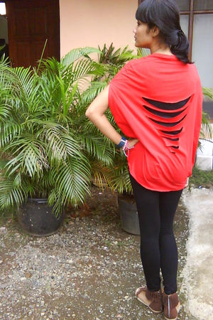 red unbranded t-shirt