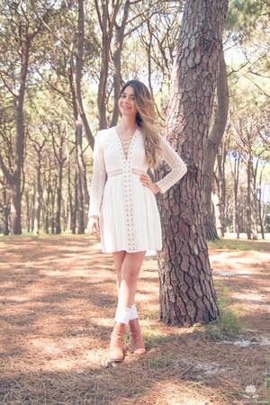 white bardot dress - Wittner boots - gold Wanderlust  Co ring