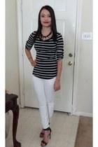 black top - necklace - white pants - heels