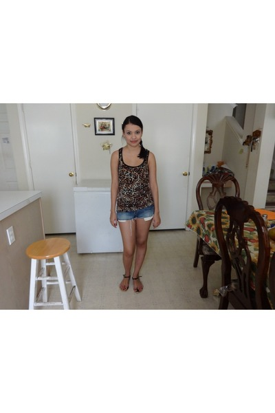 bronze leopard print top - denim shorts shorts - black gold accents sandals