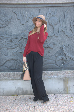 black pull&bear skirt - camel Stradivarius hat - brick red Stradivarius sweater