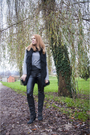 black Zara boots - black c&a leggings - black Zara bag - heather gray Zara top