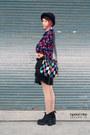 Black-boots-navy-hat-hot-pink-bag-black-vintage-skirt