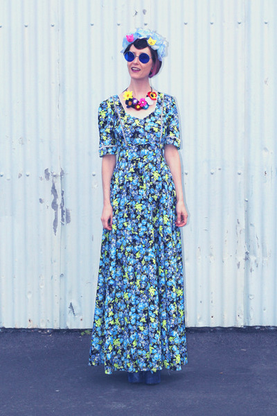 hot pink handmade Kabuki Doll necklace - blue vintage dress