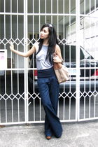 brown Cole Han - blue Mango pants - gray Durrer top - brown Summersault clogs sh