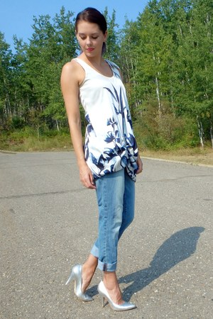 white similar in navy H&M dress - light blue boyfriend Gap jeans