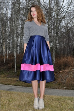navy midi Tasha Delrae Boutique skirt - heather gray asos boots