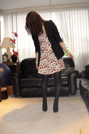 vintage dress - thrifted blazer - H&M tights - Aldo shoes - Rue 21 necklace - gi
