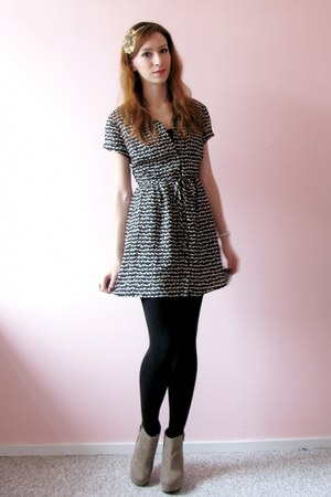 black reindeer print H&M dress - salmon feathers Primark accessories