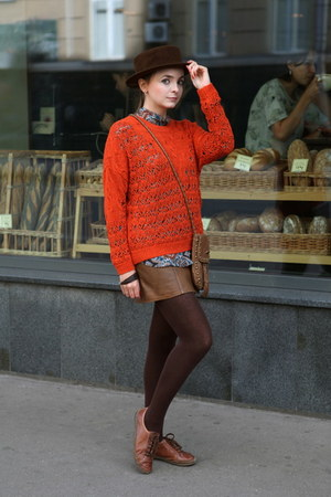 burnt orange Massimo Dutti sweater - dark brown handmade hat