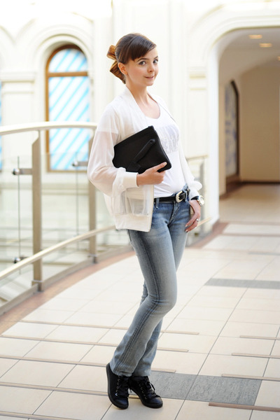 white DKNY jeans t-shirt - teal Taya jeans - white romwe jacket