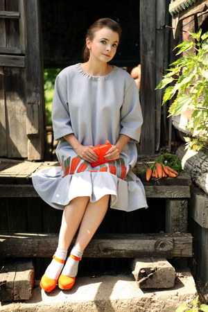 carrot orange Pierre Dumas shoes - silver Tanya Tur dress