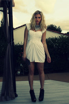 white vintage dress - black Bebe shoes