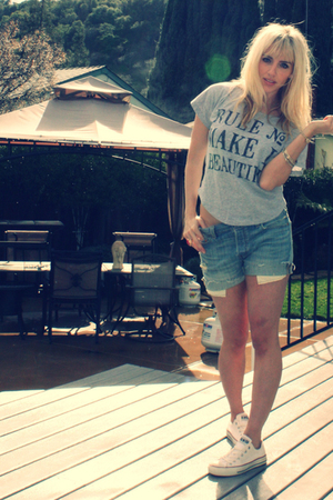 silver Forever 21 t-shirt - blue Vintage Levis shorts - white Converse shoes