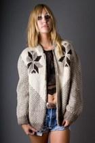 beige telltale hearts vintage sweater
