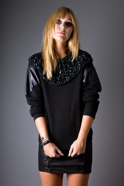 black telltale hearts vintage sweater