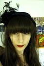 Black-vintage-hat-gold-vintage-necklace-black-forever-21-dress-beige-gift-