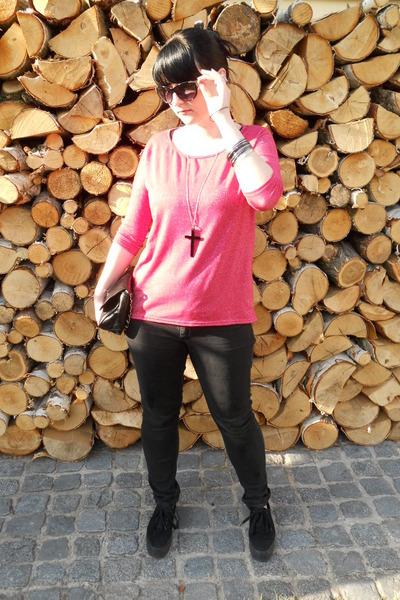 black Mudd jeans - hot pink New Yorker shirt - black New Yorker glasses