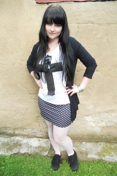 black Dorothy Perkins cardigan - white offbrand tights