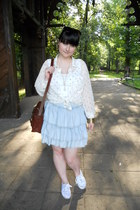 white Takko fashion top - white New Yorker shirt - brown Gate bag