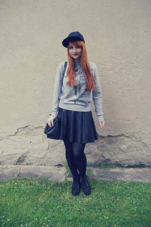 black H&M shoes - black snapback H&M hat - black Gate tights