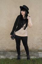 black Dr Martens boots - black Mudd jeans - black H&M hat
