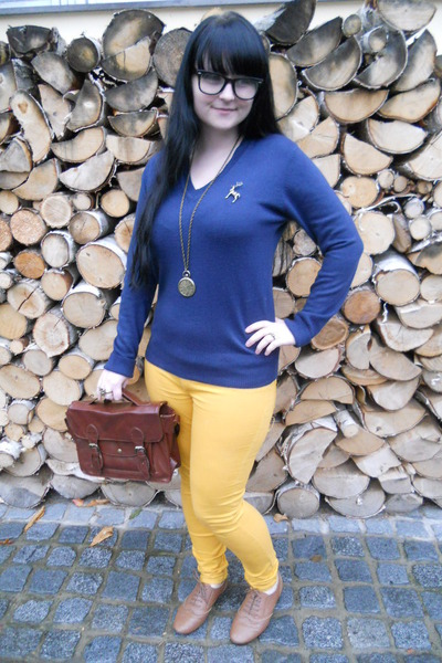 brown Gate shoes - mustard New Yorker jeans - blue Atmosphere sweater