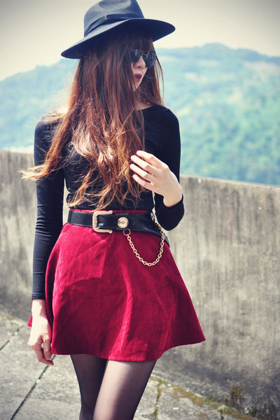 velvet Choies skirt - boots - Chicwish hat - round sunglasses - BLAQMAGIK top
