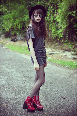 studded t-shirt - Jeffrey Campbell boots - Forever21 hat