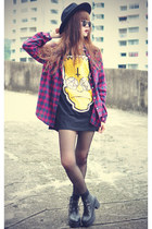 simpson print Sheinside t-shirt - leather boots - OASAP hat - round sunglasses