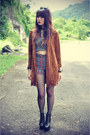Crop-top-top-plaid-shorts-vintage-cardigan