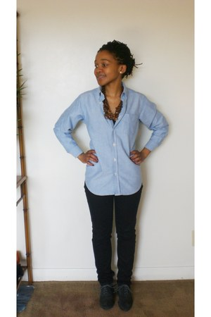 periwinkle shirt - black jeans - charcoal gray wingtip oxfords flats