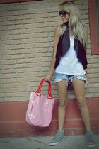 red purse - black vest - gray vest - gray All star shoes - silver t-shirt
