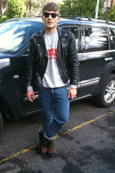 gray sweater - blue jeans - sunglasses