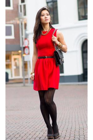 TOV necklace - H&M dress - Chanel bag - Manfield pumps
