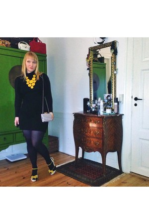 mustard retro Lola Ramona pumps - black 70s Mango dress