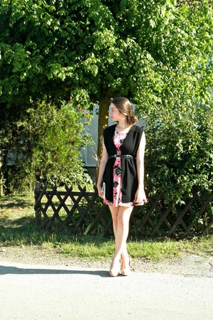 black vintage vest - bubble gum H&M dress