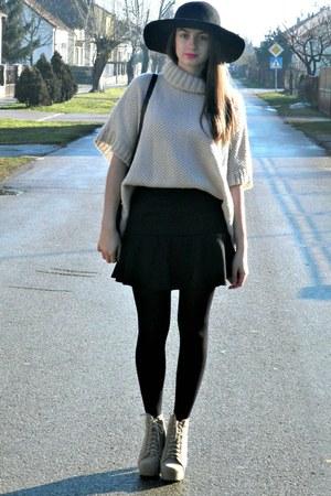 beige StyleMoi cape