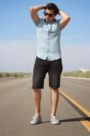 sky blue cotton blend PacSun shirt - black denim American Eagle shorts