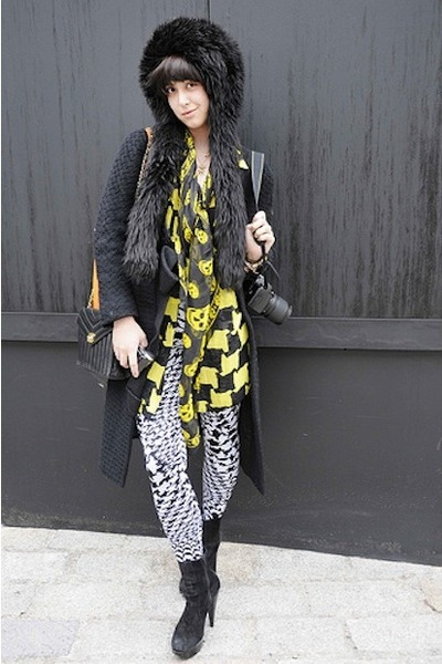 black Alexander McQueen leggings - gold vintage blouse - black Alexander McQueen