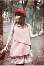 Red-red-woolen-hat-hat-hat-beige-floral-linen-giagias-closet-skirt