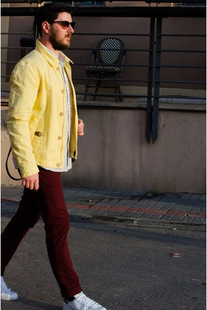 yellow Massimo Dutti jacket - maroon Zara pants - white Adidas sneakers