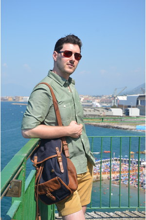navy Zara bag - green Massimo Dutti shirt - mustard Zara shorts