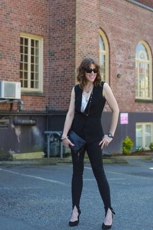 black pumps Guess shoes - black skinny J Brand jeans